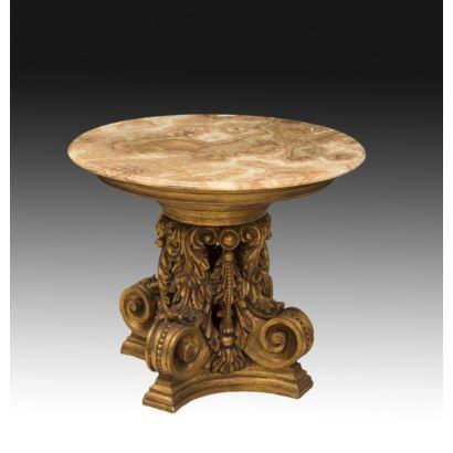 Mesa de centro tallada, siglo XIX.