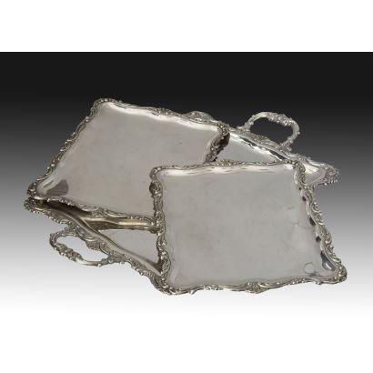 Conjunto formado por tres bandejas en plata española, S. XX.