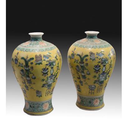 Pareja de jarrones, China, pps. XX.