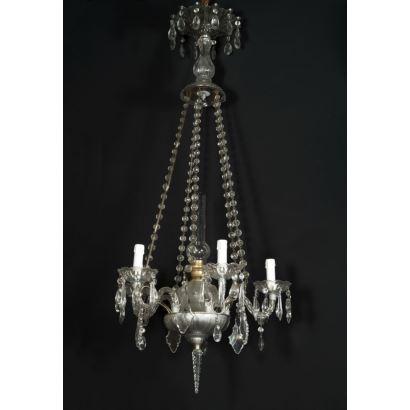 Lámpara de techo realizada en cristal incoloro con cuatro brazos y quinqué en cuerpo central. Medidas: 124x60x60cm.