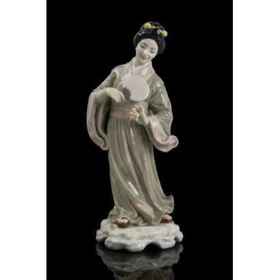 Porcelana. Figura en porcelana, siglo XX.