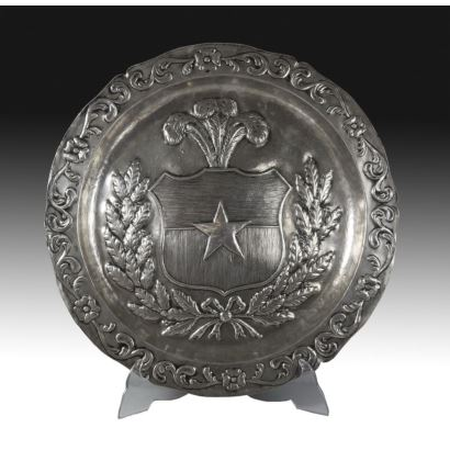 Bandeja circular en plata, siglo XIX.