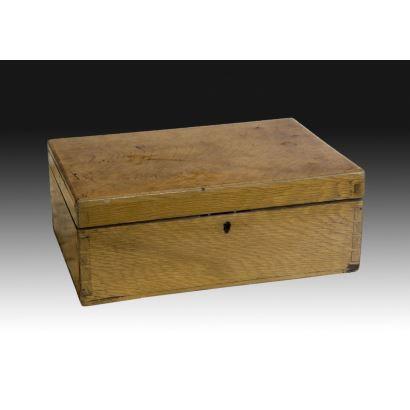 Caja inglesa, c. 1900.