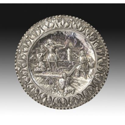 Bandeja circular en plata, S. XX.