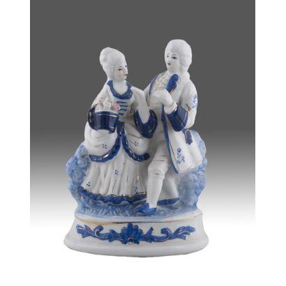 Porcelana. Figura policromada y esmaltada.