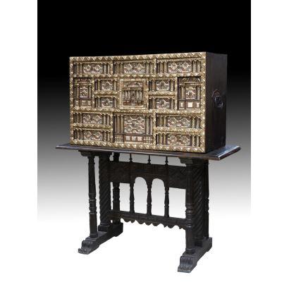 Muebles. Bargueño salmantino, s. XVII y posterior.