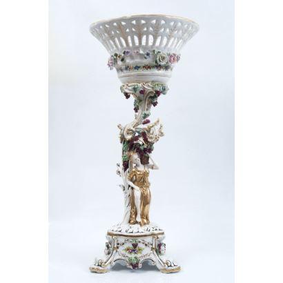 Centro de mesa en porcelana europea, S. XX.
