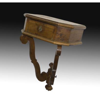 Muebles. Mesita de colgar, circa 1900.