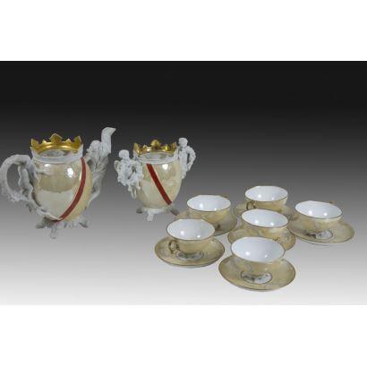 Conjunto de jarrones y tazas de café, pps. XX.
