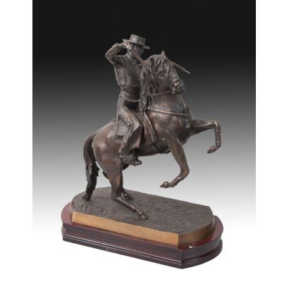 Escultura en bronce pavonado, s. XX.