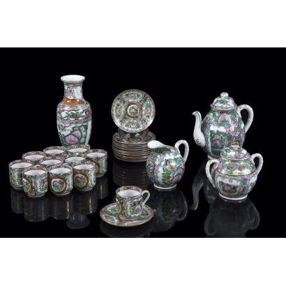 Juego de té en porcelana de Macao, S. XX.