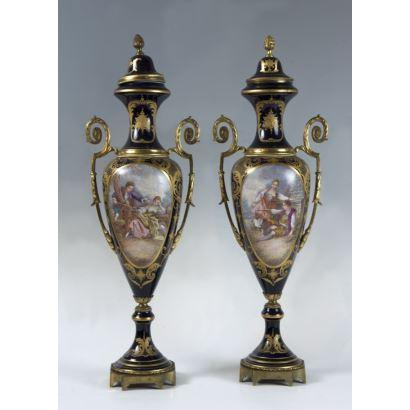 Pareja de jarrones tipo Sèvres, S. XX.
