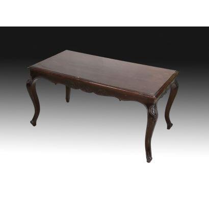 Muebles. Mesa de centro estilo Luis XV, S. XX.