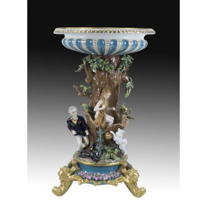 Porcelana. Centro en porcelana estilo francés, S. XX.