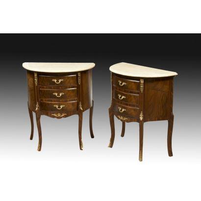 Muebles. Pareja de mesitas estilo Luis XV, siglo XX.
