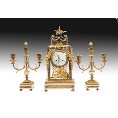 Reloj de sobremesa con guarnición, siglo XIX.