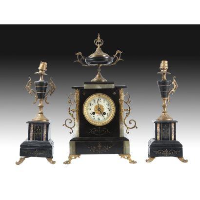 Reloj de sobremesa con guarnición, Francia, S. XIX.