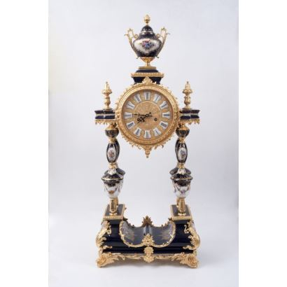 Watches. French desktop clock, S. XX.