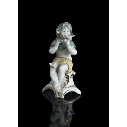 Figura de porcelana esmaltada y policromada.