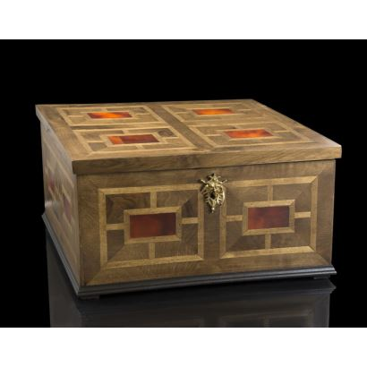 Caja de madera europea.