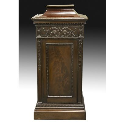 Muebles. Pareja de pedestales ingleses, S. XIX.