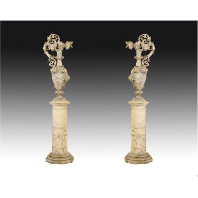 Esculturas. Pareja de jarrones en alabastro, siglo XIX.