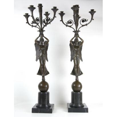 Pareja de candelabros en bronce.