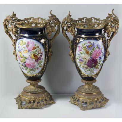 Pareja de jarrones Napoleón III, Francia, segunda mitad del s. XIX.