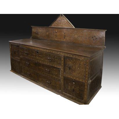Muebles. Cómoda de sacristía, S. XVII.