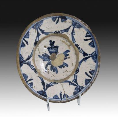 Plato en cerámica catalana, siglo XVlll