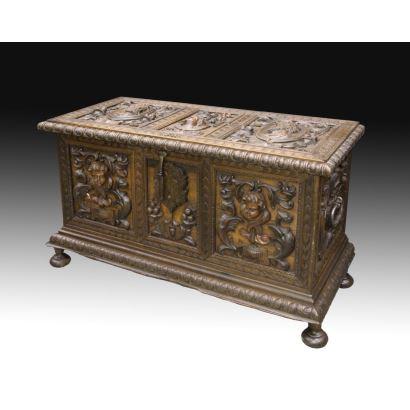Muebles. Arca, estilo Renacimiento Español, hacia 1900.