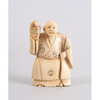 Netsuke tallado en marfil.