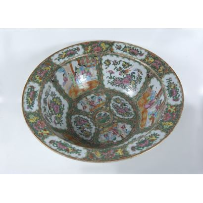Arte Oriental. Cuenco en porcelana de Cantón, S. XIX.