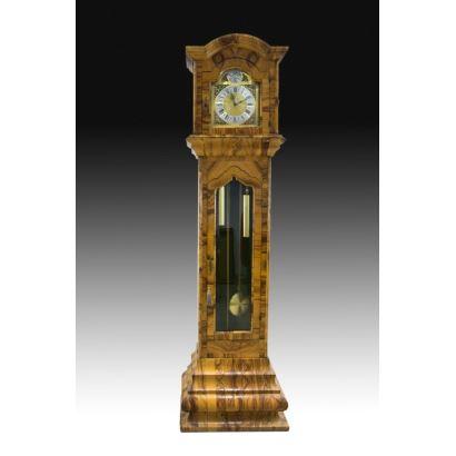 Reloj de caja alta alemán, siglo XX