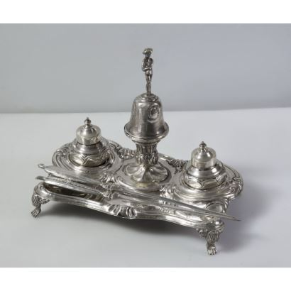 Escribanía de plata, hacia 1900.