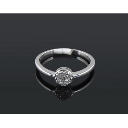 Jewelry. Rosette ring in white gold, with brilliant H-SI that add 0.20cts.