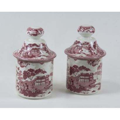 Pair of English porcelain boats, ppios. S. XX.