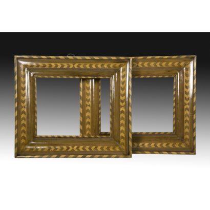 Objetos. Pareja de marcos estilo Carlos, finales S. XVIII.