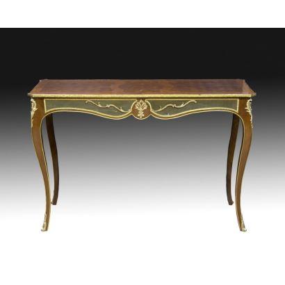 Bureau plat estilo Luis XV, siglo XX.