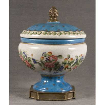 Bombonera en porcelana inglesa, principios del siglo XX.