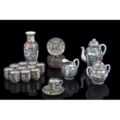 Porcelain tea set from Macao, S. XX.