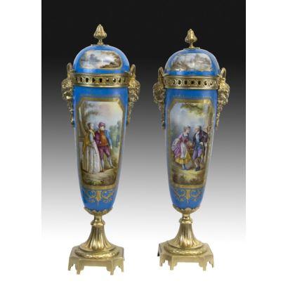 Pareja de jarrones de estilo Sèvres, s. XX.