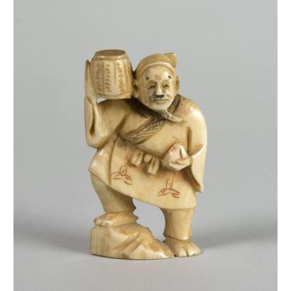 Netsukes. Netsuke carved in ivory. High 5 cm.