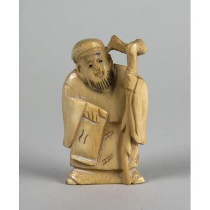 Netsukes. Netsuke carved and engraved in ivory. 5 cm