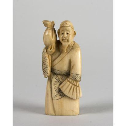 Netsuke carved in ivory. 6 cm