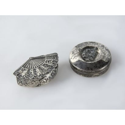 Two pillboxes in silver, S. XX.