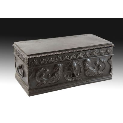 Caja de Caudales,  siglo XVI.