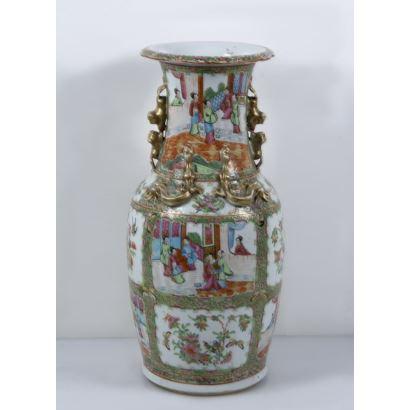Jarrón en porcelana de Cantón, China, S. XIX.
