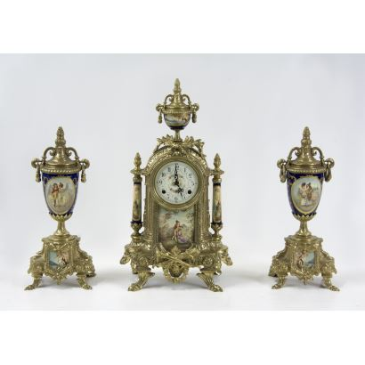 Reloj de sobremesa con guarnición, S. XX.