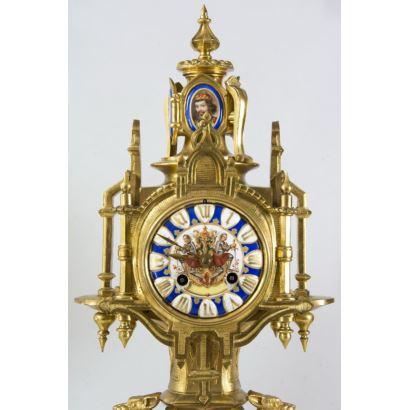 Relojes. Reloj de sobremesa de estilo neogótico, segunda mitad del s. XIX.